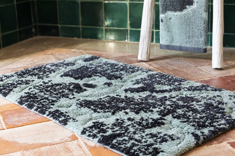 CRIPE-SOREMA-MARBLE-BATH-RUG-MOOD-BALTIC