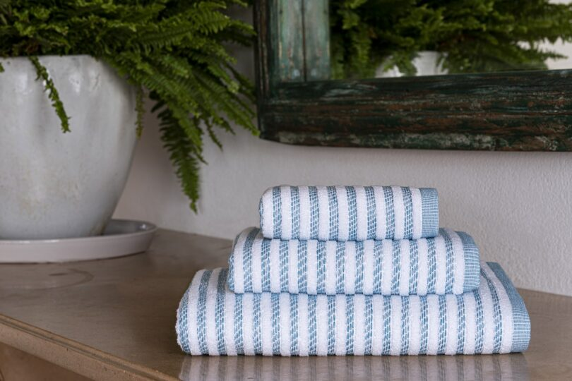 CRIPE-SOREMA-NEW-YORK-TOWEL-MOOD-PETROL-BLUE
